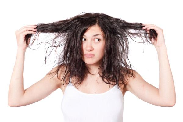 suche poskozene vlasy
