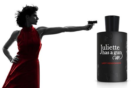 Ozbrojte sa provokatívnou vôňou Juliette Has a Gun