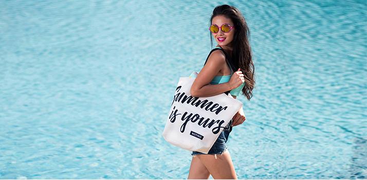 čo si zobrať na dovolenku do plážovej tašky