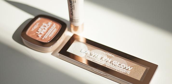 lícenka a paletka rozjasňovačov L'Oréal Paris Wake Up & Glow