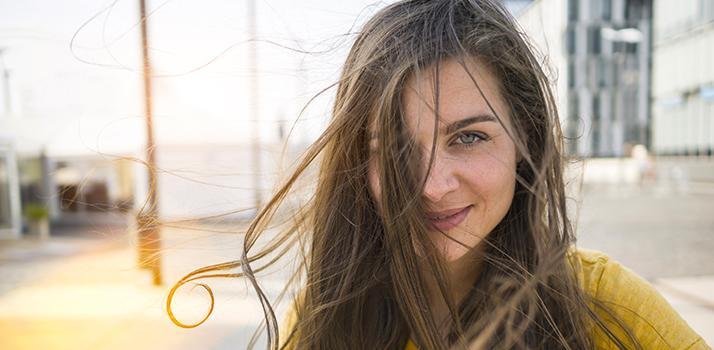 vlasy_znicene_slnkom